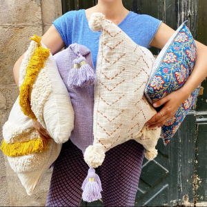  Maison  On vous attend les bras chargés aujourd'hui!  #coussin #recycledcotton #decointerieur #toulouse #boutiquecreateurs