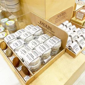 |Beauté🌱| Du zéro déchet et local? On dit oui! Les shampoings, déodorants et dentifrices solides de @chez.kaolin.andco sont fabriqués par Marylène à quelques kilomètres de #toulouse.   #zerodechet #shampoingsolide #local #occitanie #cosmetiquesolide