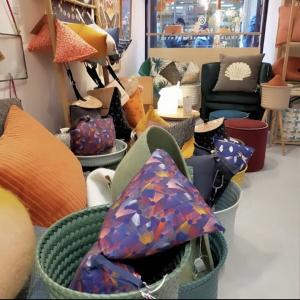 | Maison 🏠| Que ce soit en boutique ou sur slowconcept.fr, retrouvez nos objets pour la maison originaux et sourcés avec soin dans le respect de nos standards éthiques ( des matériaux recyclés, du local...). Pas mal, non ? 👉 slowconcept.fr  Merci @petitscadors pour la photo😉 . . .  #ethique #toulouse #toulouseethique #shoplocal #shoplocaltoulouse #maison #deco #beauté #naturel #upcycling #surcyclage #zerodechet #recup