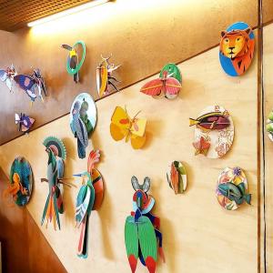 Le bestiaire en carton recyclé de @studioroof.   Les dernières nouveautés: les trios de papillons et libellules, les oiseaux de paradis et les poissons exotiques  #upcycling #homedecor #decoration #ethicalbrand #toulouse