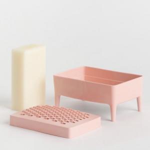 | Maison 🏠| Un porte savon ... oui ! Mais pas que ! Il est fait de plastique recyclé, il est éthique, canon et furieusement design, non ? Avec son bac pour récupérer l'eau et sa râpe pour transformer les derniers morceaux de savon en lessive maison. Qui avait dit qu'un objet aussi simple ne pouvait pas faire chavirer les coeurs ? 👉 slowconcept.fr  . . .  #ethique #toulouse #toulouseethique #shoplocal #shoplocaltoulouse #maison #deco #beauté #naturel #upcycling #surcyclage #zerodechet #recup