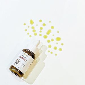 """Surnommée """"L'Or vert du Pacifique"""", l'huile de Tamanu estutilisée depuis des siècles dans la médecine traditionnelle polynésienne. En effet, elle est reconnue pour ses propriétés régénérantes, cicatrisantes, apaisantes, anti-bactériennes, antiparasitaires, anti-infectieuses, circulatoires et une surprenante activité anti-inflammatoire...  Cette huile 100% naturelle a été pressée à froid à Tahiti et conditionnée à Pau par @le_moly   #soinnaturel #tamanu #huilevegetale #sudouest #slowcosmetique"""