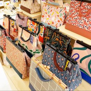 |Accessoires| Accumulation de sacs❤️  Chaque sac est une pièce unique alors on a le droit non?😚  #sacamain #conceptstoretoulouse #boutiquecreateurstoulouse #faitmain